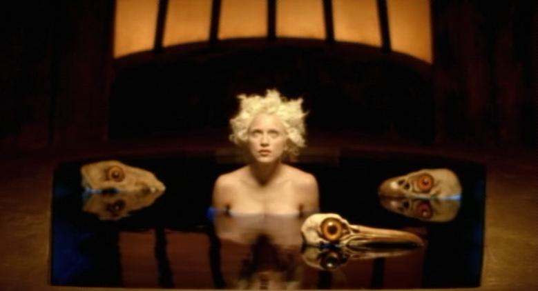 Madonna, fotograma de Bedtime story, 1995.