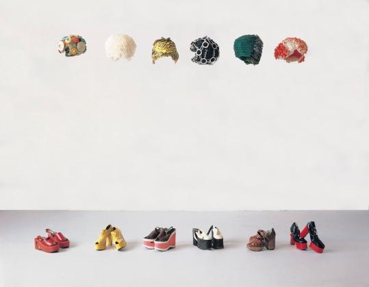 1. Ana Laura Aláez, Mujeres sobre zapatos de plataforma, 1993, Colección Fundación La Caixa